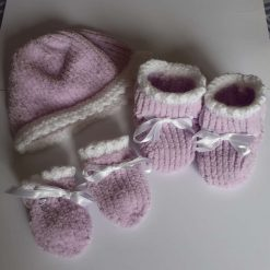 Hand knitted hat, mittens and bootees set (0-3 months) (price includes postage within the UK)