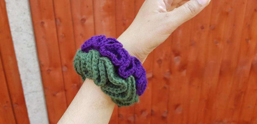 Set of 2 crocheted hair scrunchies 1