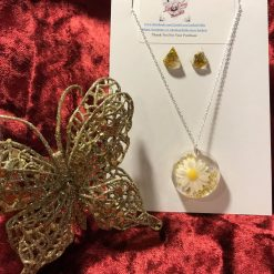 Resin Jewellery - Daisy Pendant and Sparkly Gold Stud Earrings Set