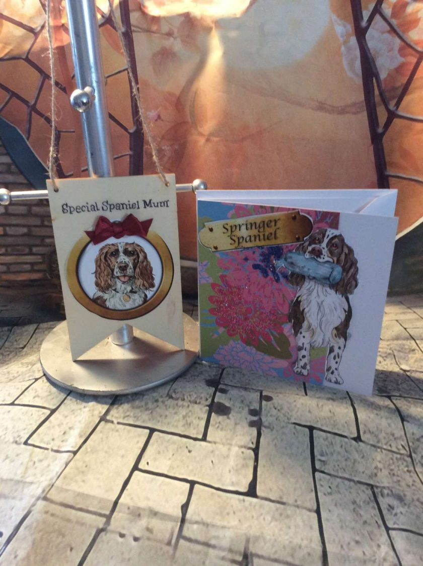 """Spaniel """"Mum"""" Card and Wooden Hanging Banner Set"""