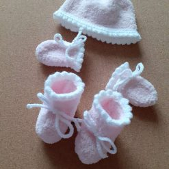 Hand knitted hat, mittens and bootees set  (0-3 months) - Free UK postage