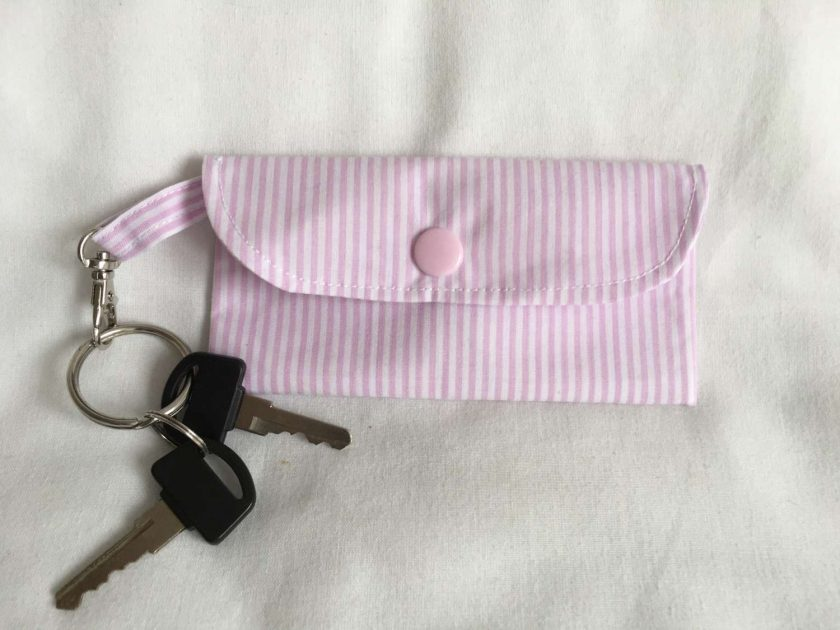 Face mask clip on bag/holder, keep your mask clean and to hand 4