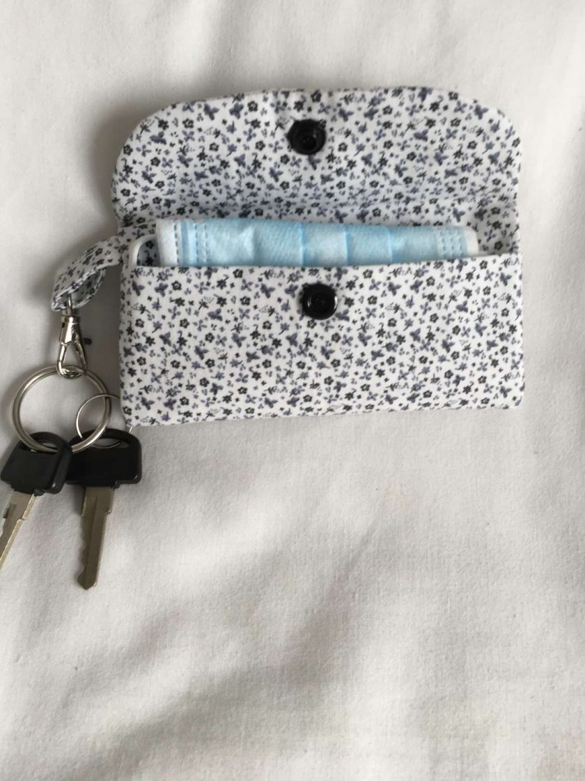 Face mask clip on bag/holder, keep your mask clean and to hand 3