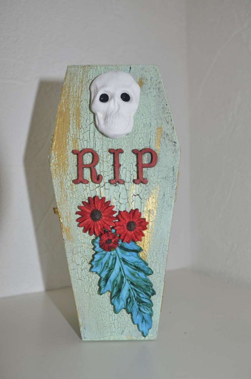 Small coffin shaped box - Spooky! 2