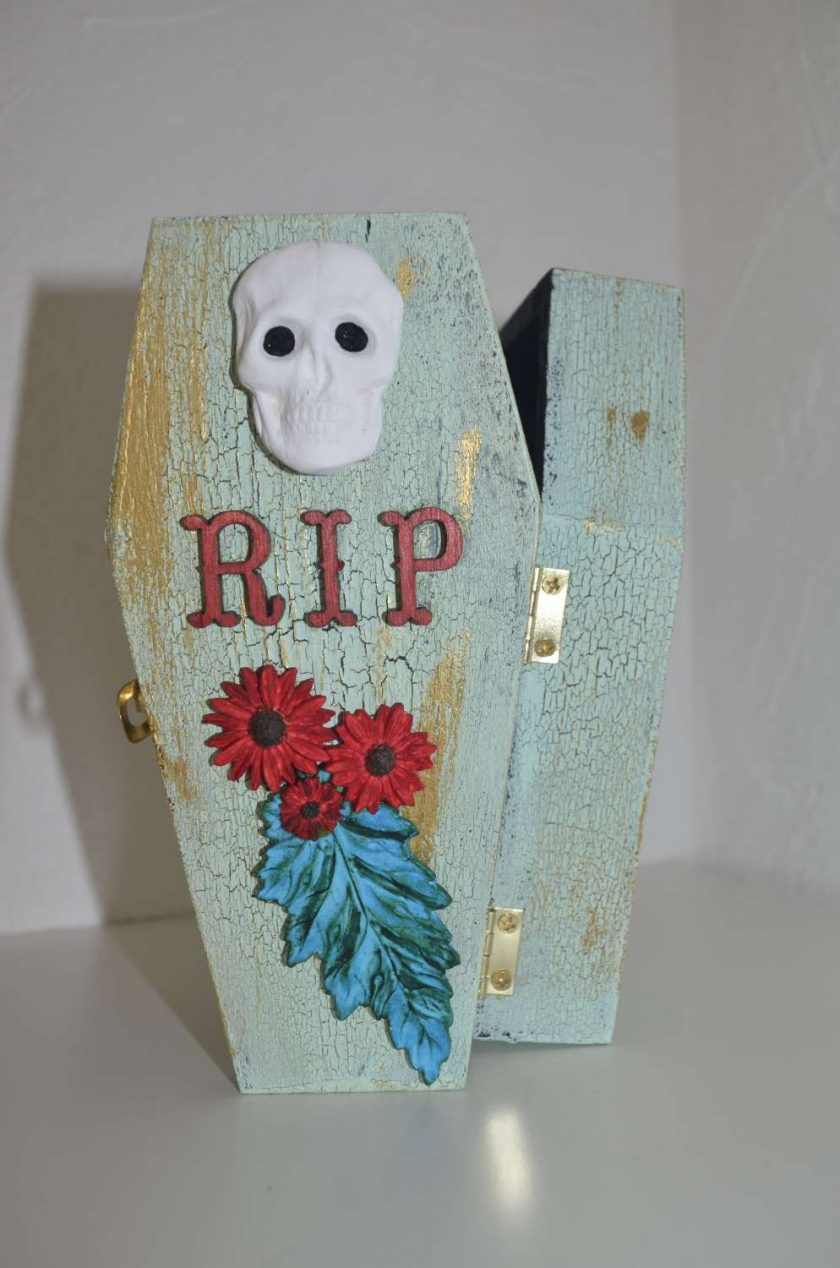 Small coffin shaped box - Spooky! 1