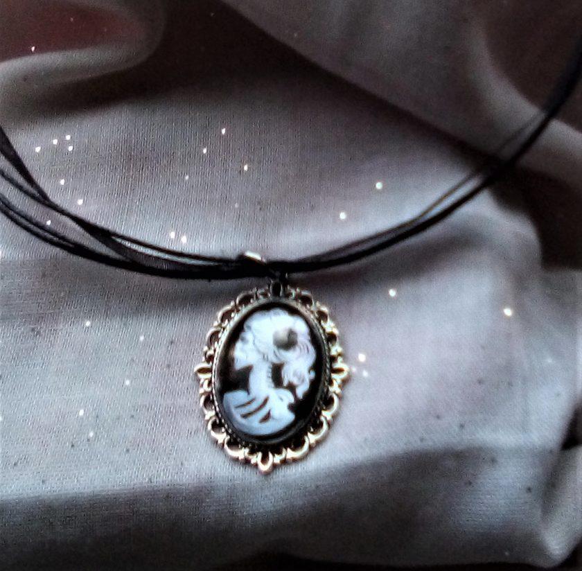 Jewellery: Black and white skull cameo pendant 2