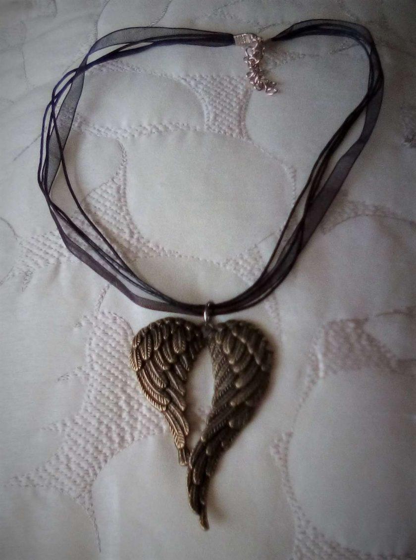 Jewellery: Angel wings necklace 3