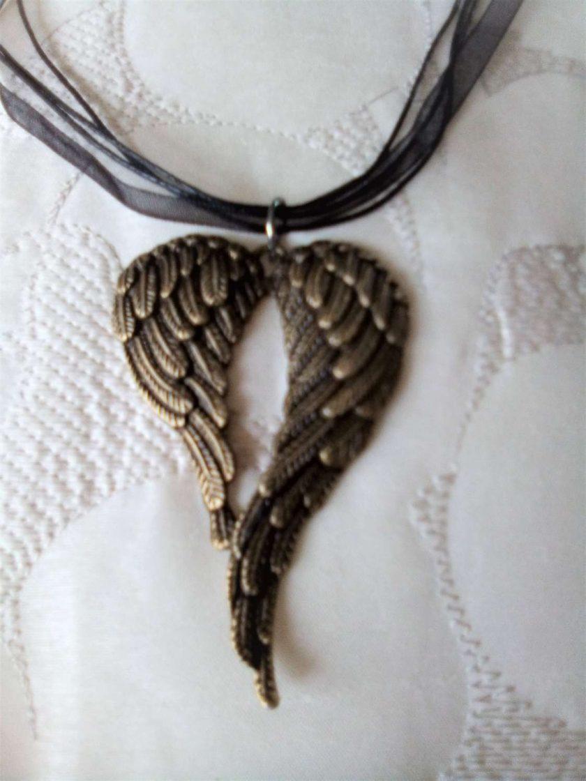 Jewellery: Angel wings necklace 2