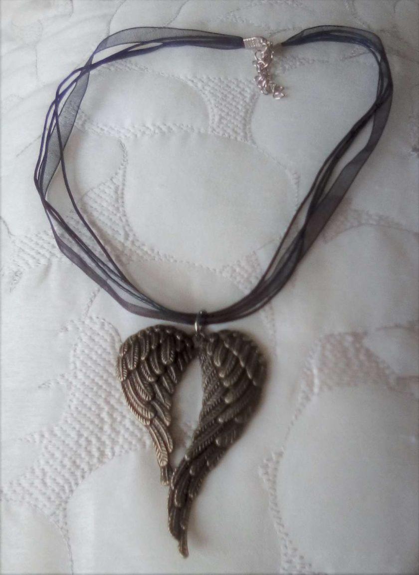 Jewellery: Angel wings necklace 1
