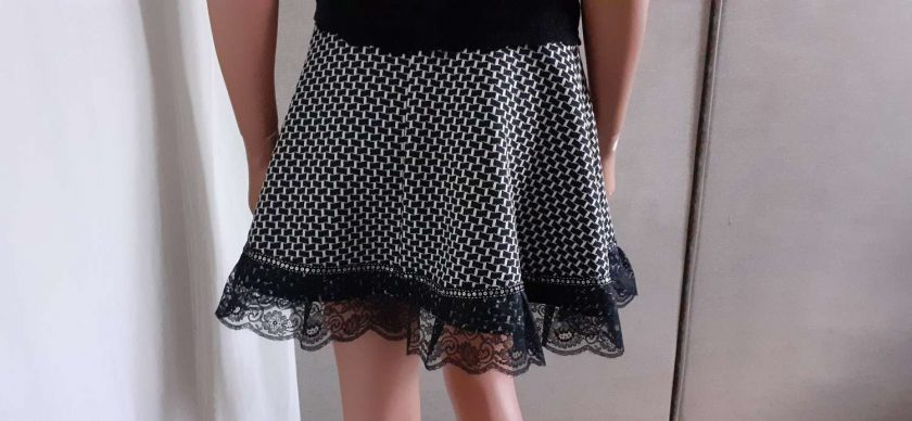 Black & White stretch A-line skirt with lace & sequins, size 10 6