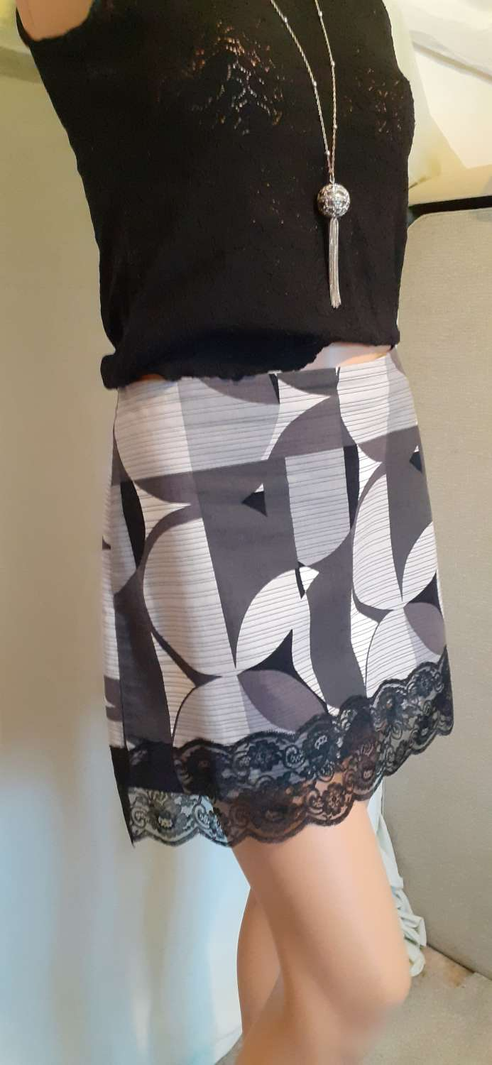 Ladies grey & white cotton skirt with lace, size 14 3