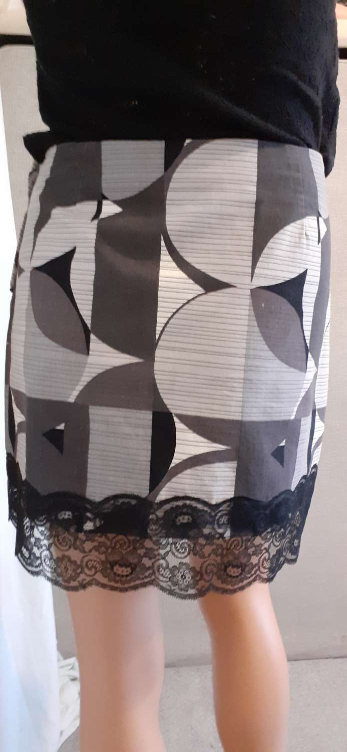 Ladies grey & white cotton skirt with lace, size 14 4