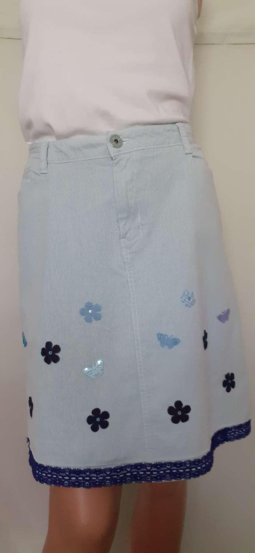 Ladies blue corduroy skirt with flower & butterfly motifs & blue trim, size 16 1