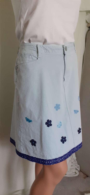 Ladies blue corduroy skirt with flower & butterfly motifs & blue trim, size 16 2
