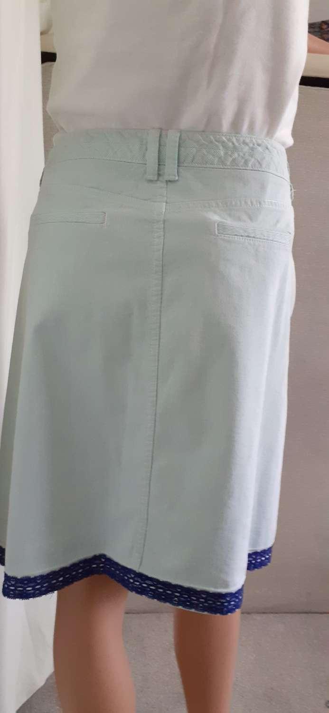 Ladies blue corduroy skirt with flower & butterfly motifs & blue trim, size 16 3