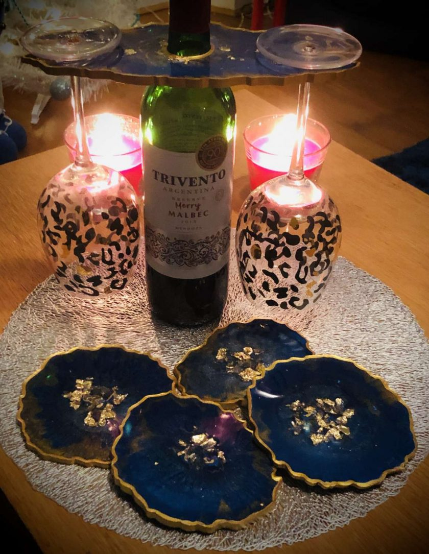 Blue and gold agate resin coaster set (x4) with wine butler 2