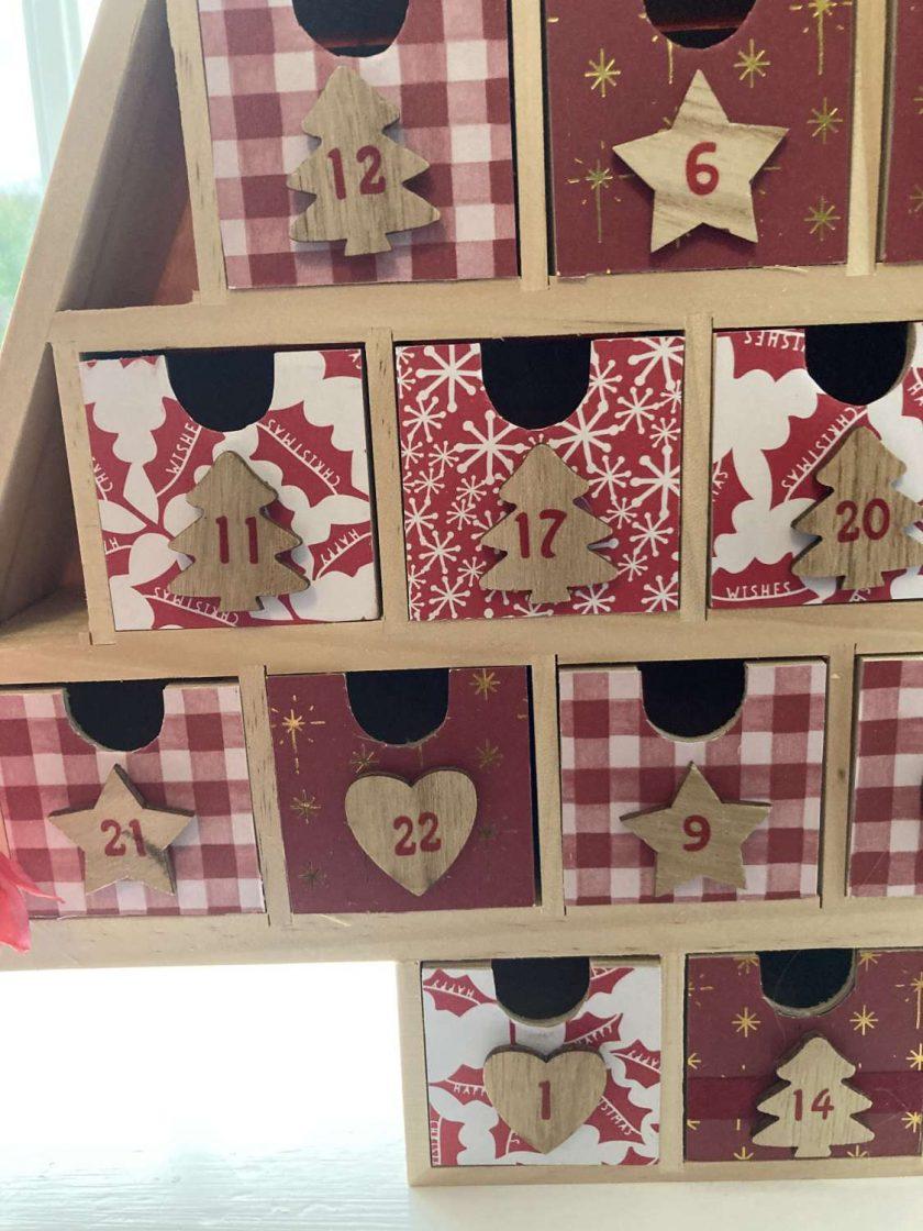 wooden Christmas tree advent calendar / red / fee p.p 4