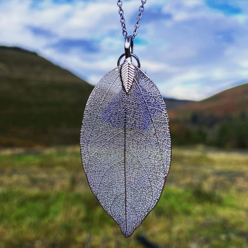 Silver leaf pendant chain necklace 1