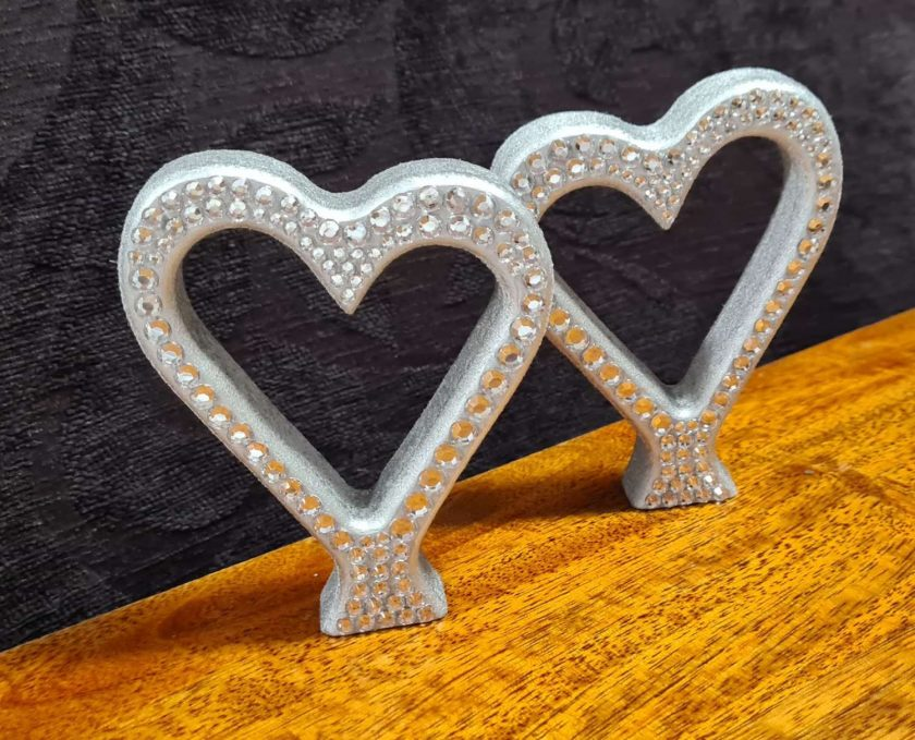 Beautiful standing Love Hearts, single or in pairs.