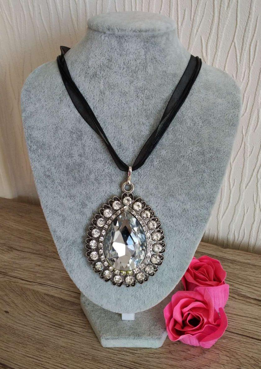 Jewellery: Crystal stone pendant 1