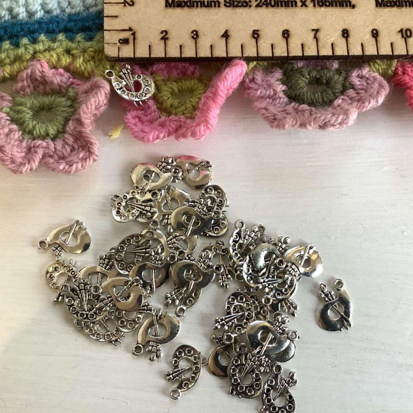 10 x artist's pallet Tibetan silver charms. 1.5 cm