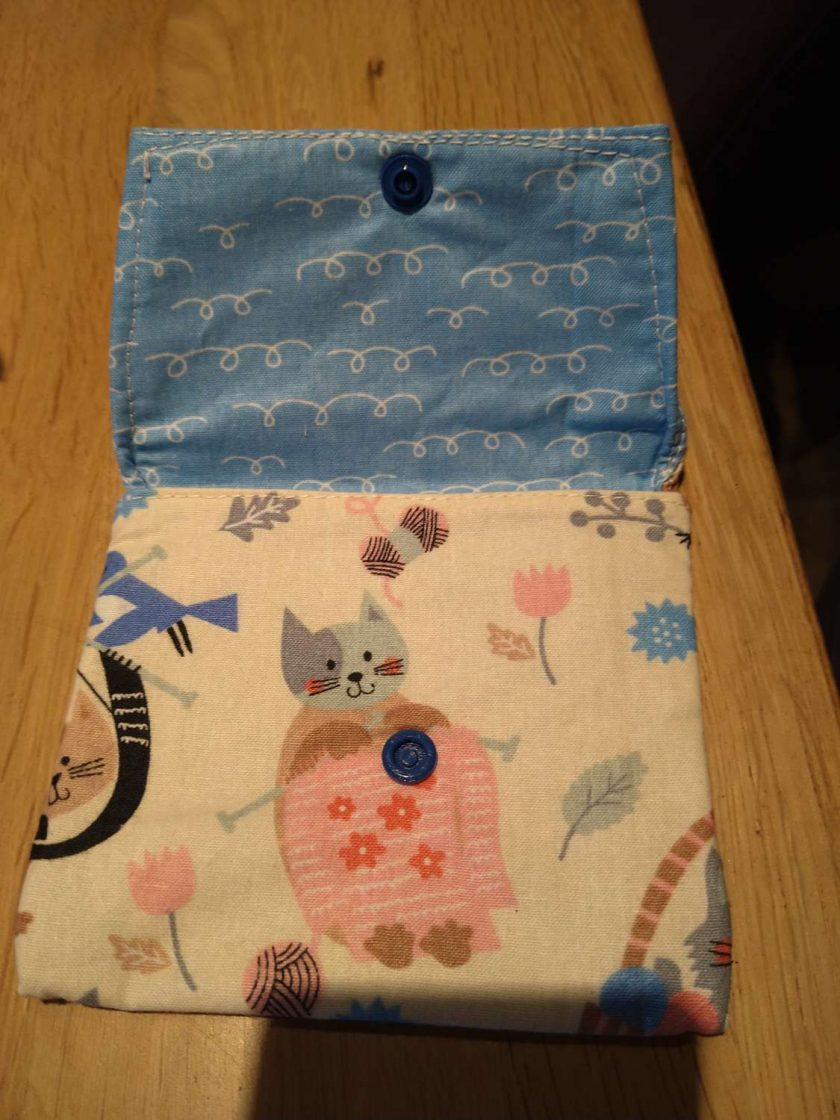 Medium knitting cat purse 2