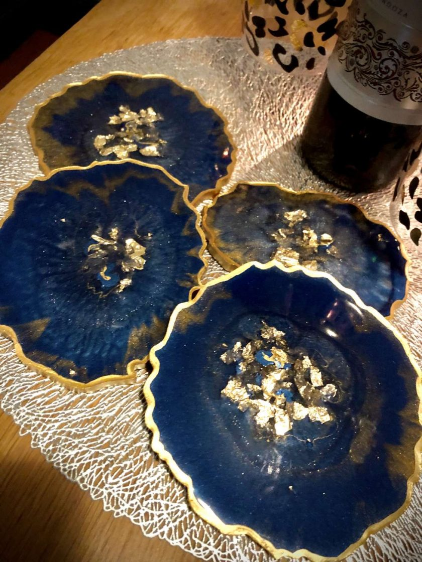 Blue and gold agate resin coaster set (x4) with wine butler 4