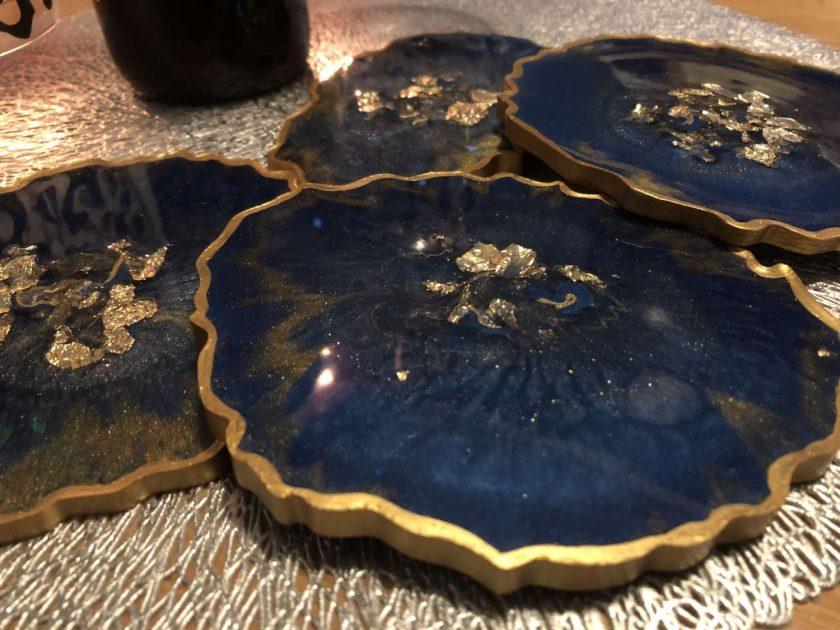 Blue and gold agate resin coaster set (x4) with wine butler 7