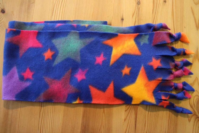 Fleece hat and scarf  Small child size Blue Star 3