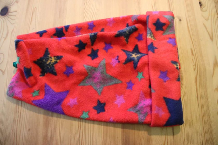 Fleece hat  Large child / Adult size Red star print 1