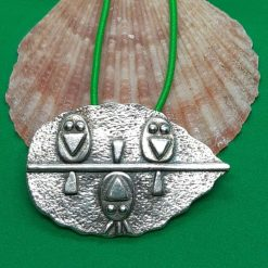 Fine silver textured leaf with cute layered birds