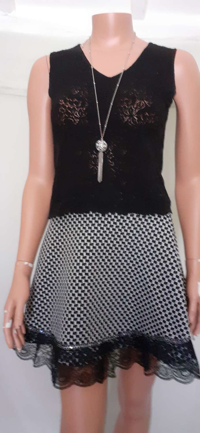 Black & White stretch A-line skirt with lace & sequins, size 10 1